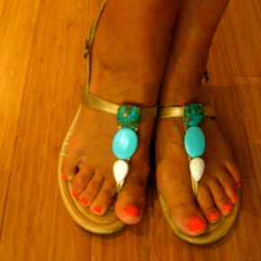 "Loftiss says ""Make It Work Monday"": Old sandals into new!"