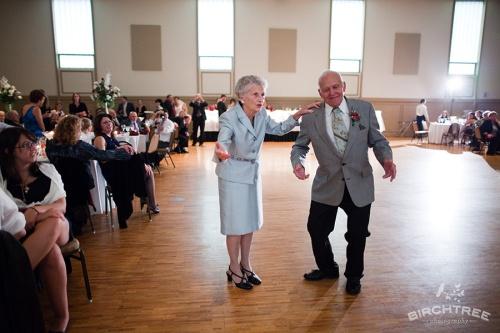 couple-dancing-at-wedding01