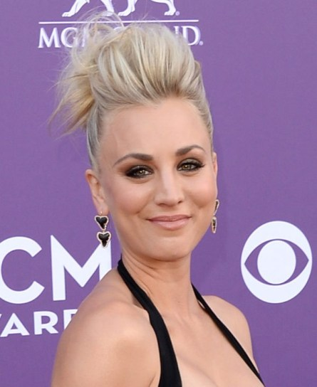 kaley-cuoco-acm-awards-20132