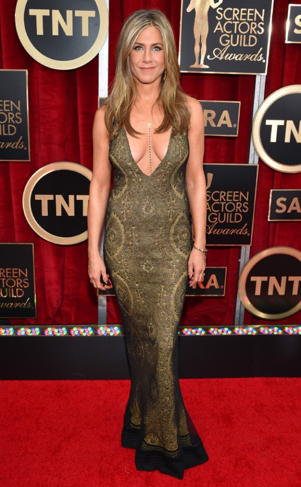rs_634x1024-150125171543-634-1.jennifer-aniston-sags.l.12515